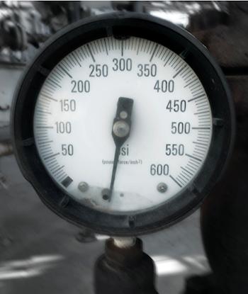 Effect of overpressure on mechanical gauges